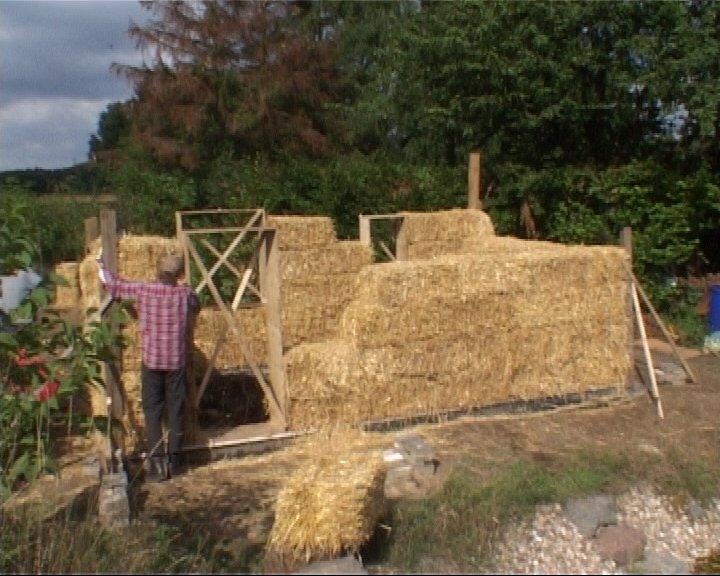 Lasttragendes-Gartenhaus-mit-Strohballen-6